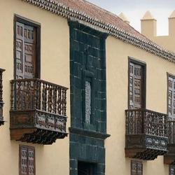 Casa de los Coroneles, detalle de la fachada principal