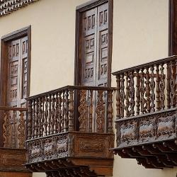Balcones, fachada principal
