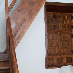 Escalera de acceso interior a la torre este