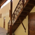 Escalera de acceso a la primera planta